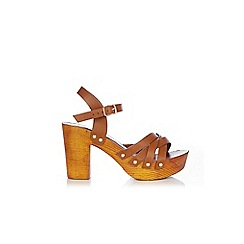 Wallis - Camel t-bar clog sandal