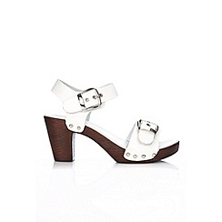 Wallis - White buckle detail clog