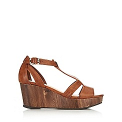 Wallis - Brown t bar wedge