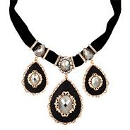 Online exclusive baroque style jet bib necklace