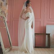 Avalanche floor length scattered pearl veil