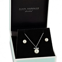 Alan Hannah Devoted - Designer cubic zirconia bow pearl necklace and earring set
