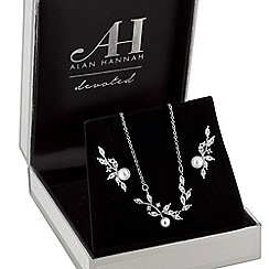 Alan Hannah Devoted - Designer pearl vine jewellery set in a gift box