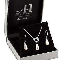 Alan Hannah Devoted - Designer pearl heart jewellery set in a gift box