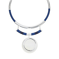 Red Herring - Silver shell disc torque necklace