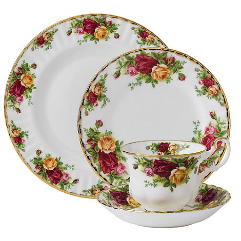 Royal Albert - Twenty piece red +Old Country Rose+ dinner set