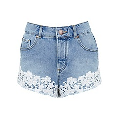Miss Selfridge - Floral crochet denim short