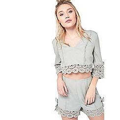 Miss Selfridge - Petite lace trim shorts