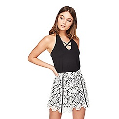 Miss Selfridge - Petite mono lace shorts