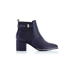 Miss Selfridge - Asia black point ankle boots