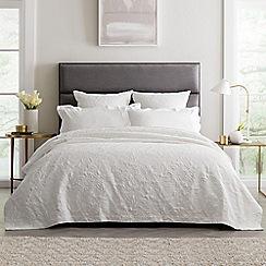 Sheridan - White 'Comar' bedspread