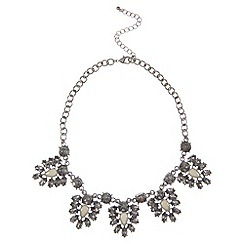 Kaliko - Statement leaf necklace