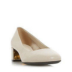 Roberto Vianni - Natural 'Aldridge' comfort block heel court shoes