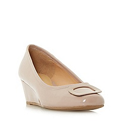 Roberto Vianni - Natural 'Aleck' brooch detail wedge court shoes