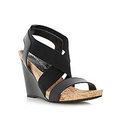 Roberto Vianni - Black elasticated crossover strap sandal