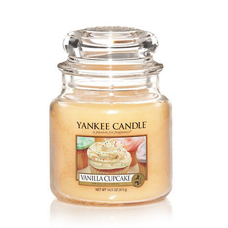 Yankee Candle - Medium vanilla cupcake housewarmer candle