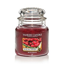 Yankee Candle - Medium black cherry housewarmer candle