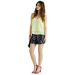 Oasis - Rainforest fuschia print short