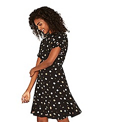 Oasis - Black daisy print frill tea dress