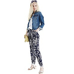 Oasis - Clustered shadow print trouser