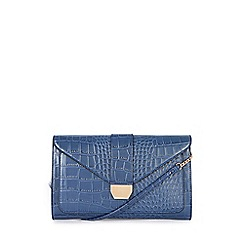 Warehouse - Croc clutch