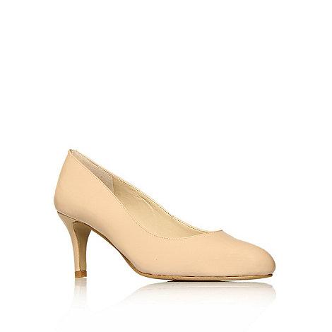 Nine West - Nude + Applaud + mid heel courts