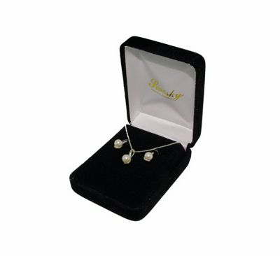 Ladies Silver And Pearl Giftset