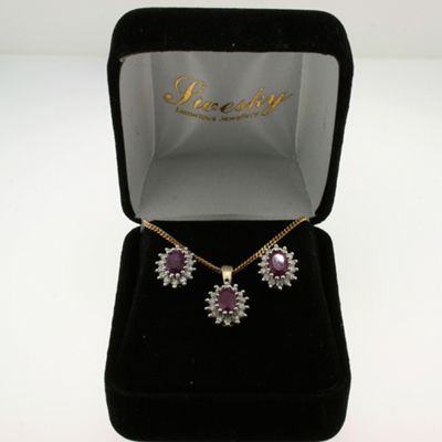 Very Pretty 9ct Gold Ruby And Diamond Cluster Earring And Matching Pendant Gift Set