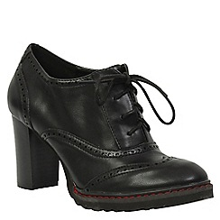 Betsy - Black heeled brogue