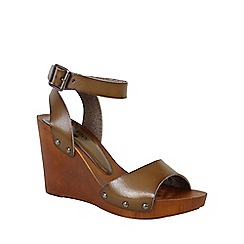 Betsy - Brown wedge heel with wooden sole