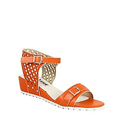 Betsy - Orange lattice design wedges