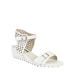 Betsy - White lattice low wedges