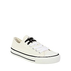 Keddo - White canvas lace up pump