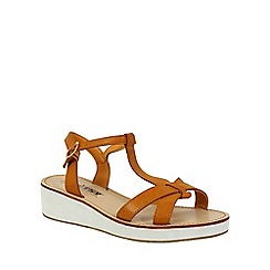 Betsy - Tan chunky tbar sandals