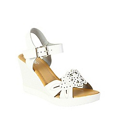 Betsy - White laser cut wedges