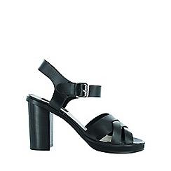 Marta Jonsson - Black cross strap sandal
