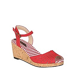 Betsy - Red laser cut pattern wedges
