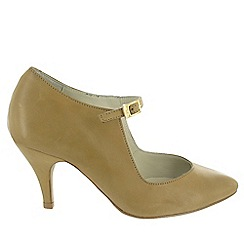 Marta Jonsson - Camel court shoe with a strap