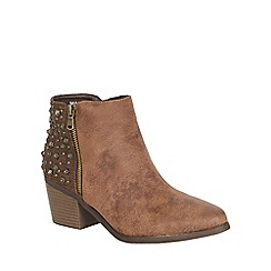 Betsy - Heeled studded boot brown