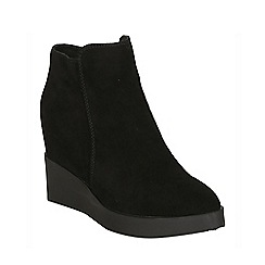 Betsy - Black suede wedge boot black