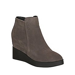 Betsy - Grey suede wedge boot