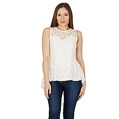 Izabel London - Cream paisley lace top with dip back hem