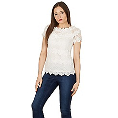 Izabel London - White short sleeve floral design lace top