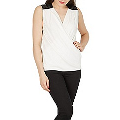 Izabel London - White polyurethane shoulder detail top
