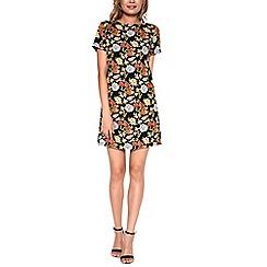 Amalie & Amber - Black floral short sleeved dress