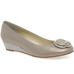 Van Dal - Beige 'Gabriel' women's court shoes