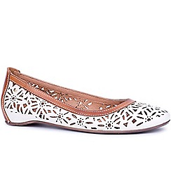 Pikolinos - White 'Florence' womens casual shoes
