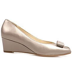 Van Dal - Beige 'Bay' womens wedge heel court shoes