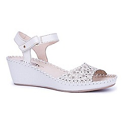 Pikolinos - White 'Mina' womens sandals
