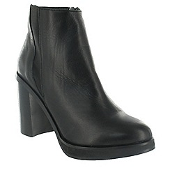 Marta Jonsson - Black ankle boot with a block heel
